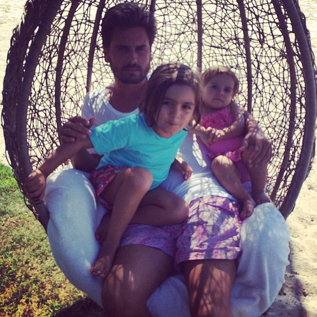 Scott Disick got in a cute snuggle with his tots, Mason and Penelope. Source: Instagram user kourtneykardash