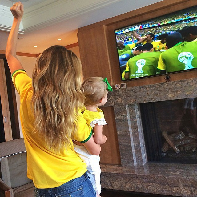 Gisele Bündchen and her daughter, Vivian Brady, cheered on Team Brazil from their living room. Source: Instagram user giseleofficial