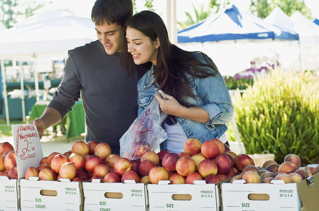The Smartest Way to Shop at a Farmers Market