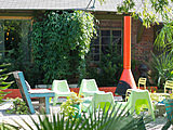 20 Outdoor Rooms With Entertaining Flair (20 photos)