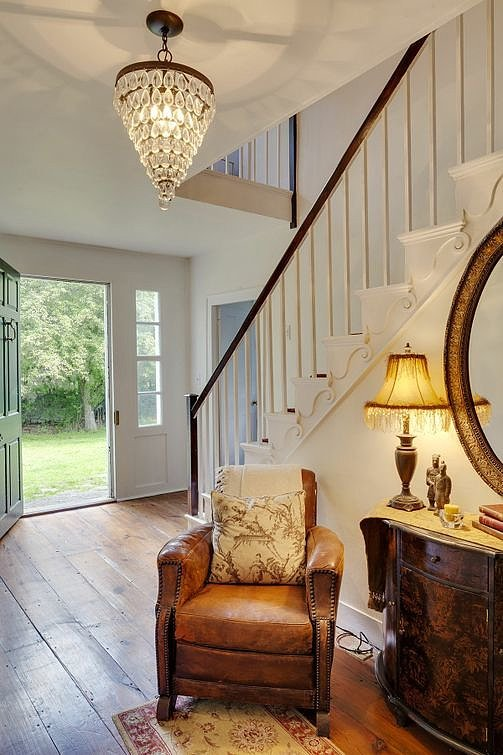 The entryway is simple yet welcoming.  Source: Landvest