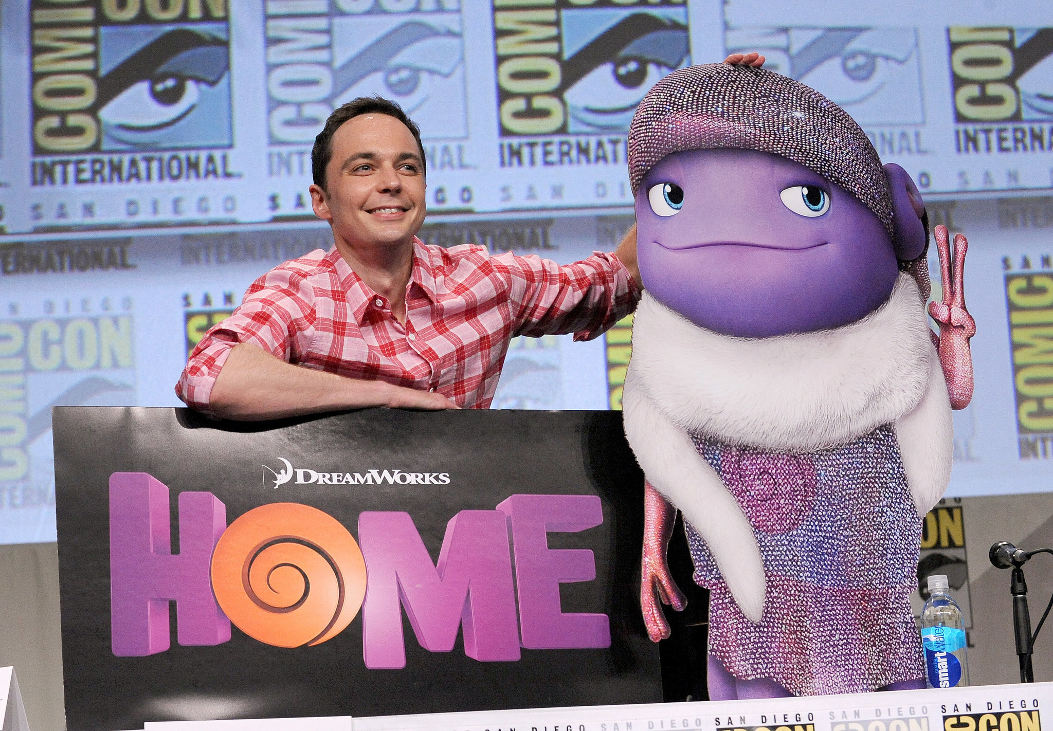 Jim Parsons had fun with a cardboard cutout on Thursday.
