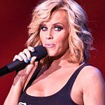 Jenny McCarthy's son called 911 on her more than once