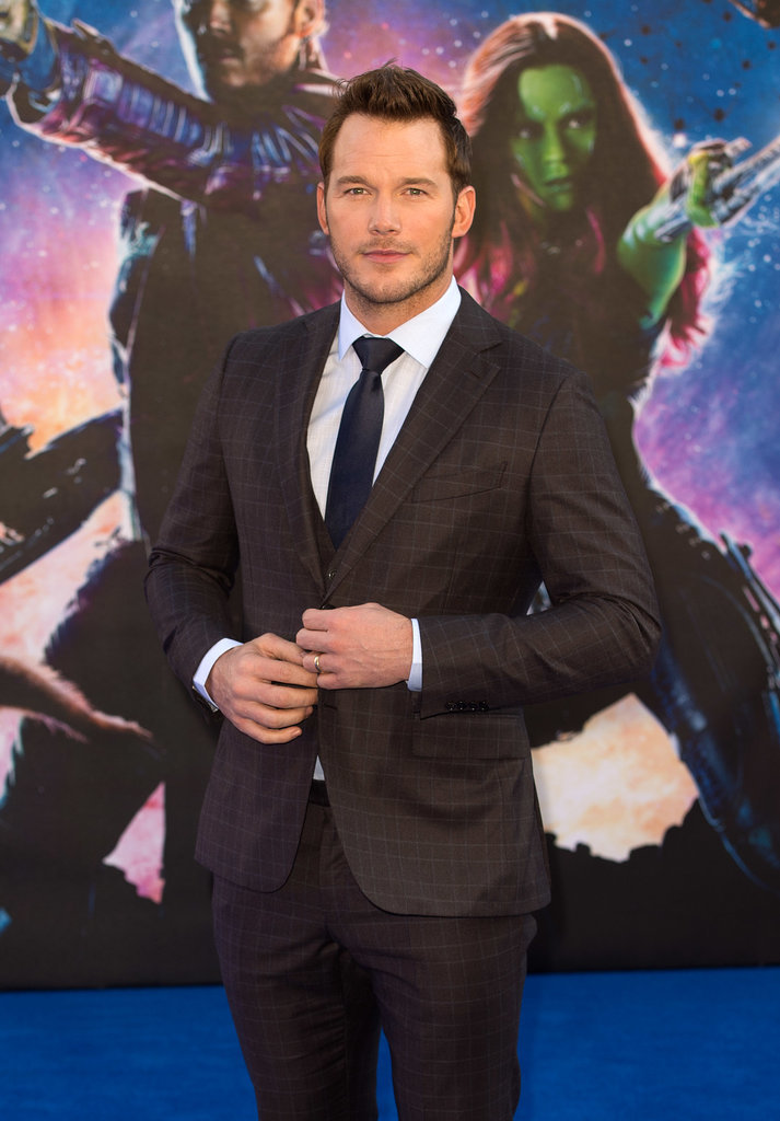 And smoldered in a suit at the movie's premiere.