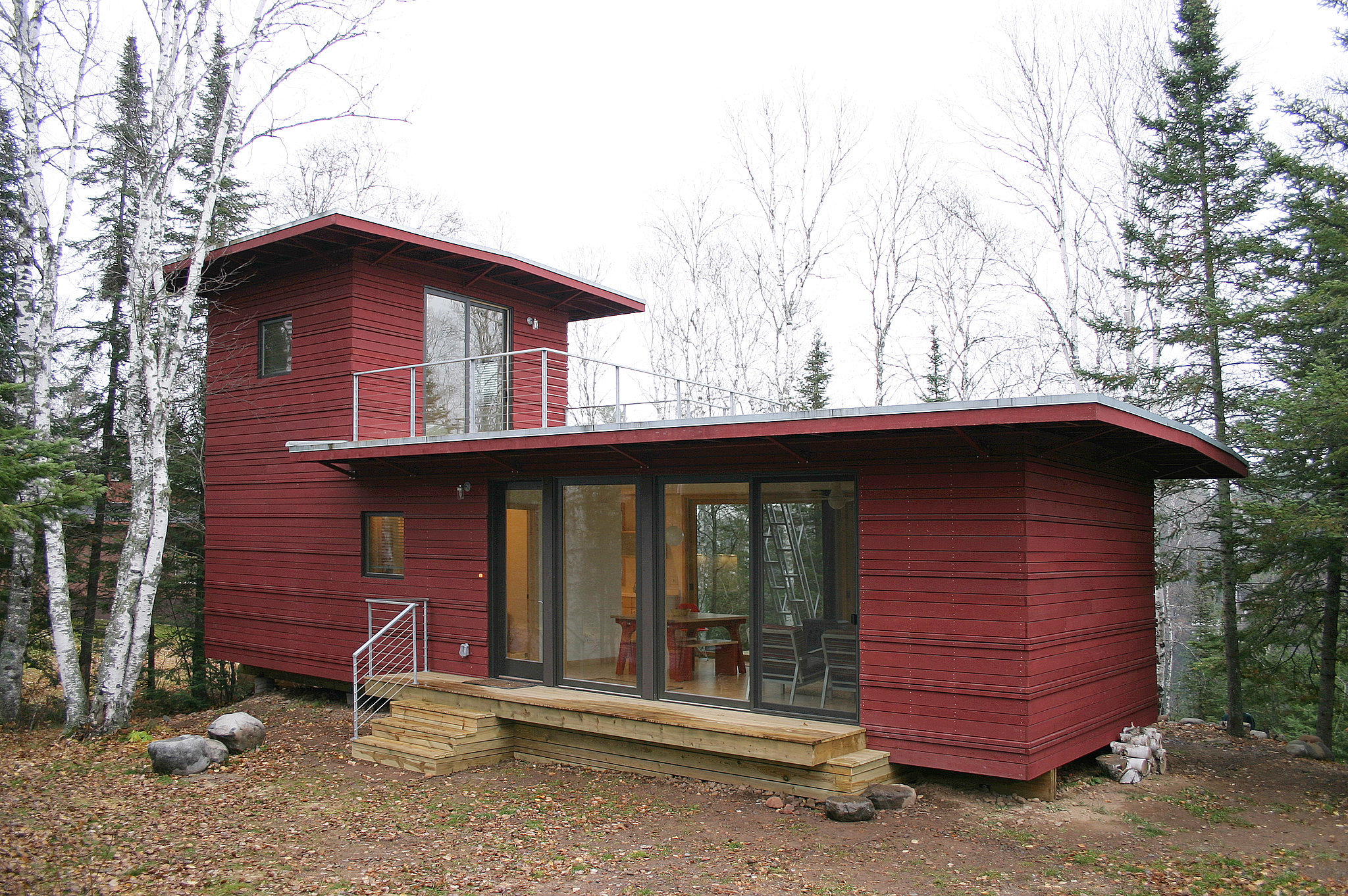 The mcglasson weehouse boasts a rooftop deck gorgeous for Gorgeous small homes