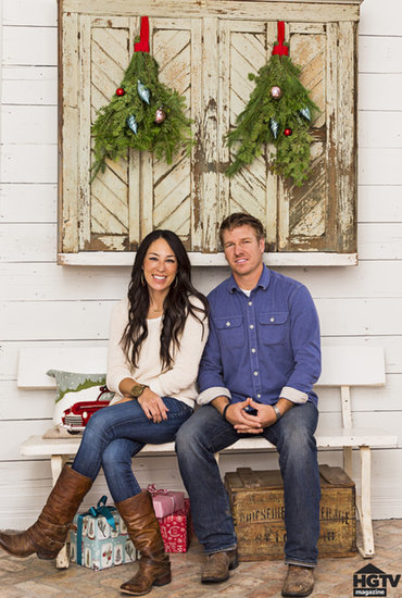 hgtv fixer upper hosts holiday home pictures popsugar home. Black Bedroom Furniture Sets. Home Design Ideas