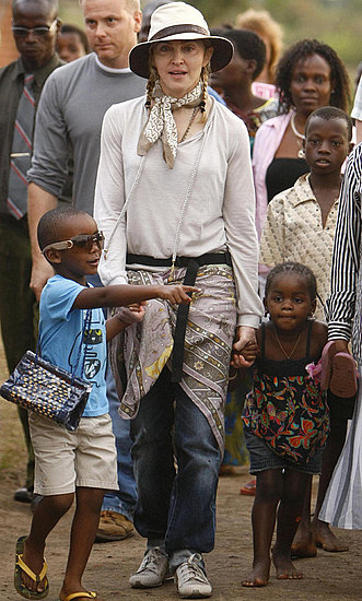 Madonna brings her kids to visit Malawi&#039;s orphans