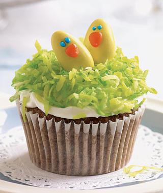Birds in a nest cupcake