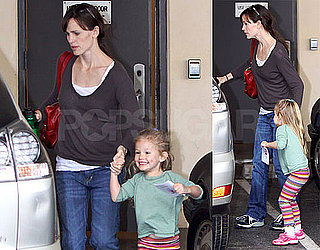 Photos of Jennifer Garner and Violet Affleck Leaving a Preschool in LA