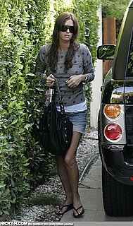 Nicky_Hilton_arrives_home_after_going_to_hair_dresser_005