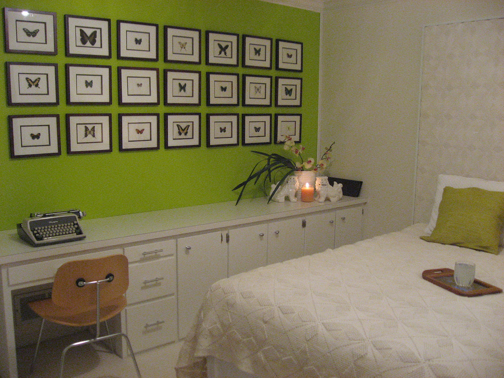 But these green walls and butterfly frames make a real statement!