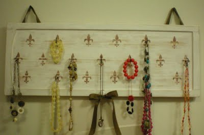 Holly's Haven helps you turn an old cabinet door into a cute jewelry display.