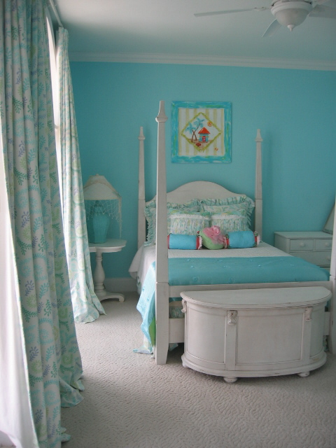 Light turquoise has a really oceanic vibe to it. By pairing it with white and off-white, you can give your home a beachy, postcard-perfect look. Source: Flickr User Posh Living, LLC