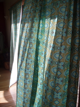 Need to make some quick, easy curtains? Then check out my curtain DIY.