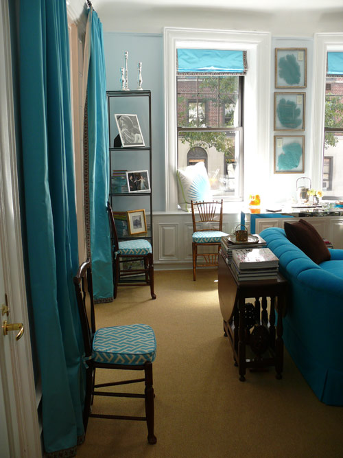 If you want to dress your entire room in turquoise, resist the temptation to bring in a lot of pattern. Instead, use small doses of patterned turquoise such as on seat cushions, art, and pillows, and use solids for large surfaces like drapery and sofas. Source