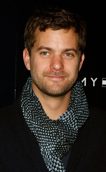 Joshua Jackson to Star in Film Adaptation of British TV Series UFO 2009-11-23 08:15:53