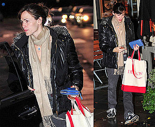 Photos of Jennifer Garner Shopping in the Rain in LA