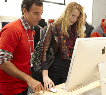 Blake Lively Gets Some One-on-One Help at the Apple Store