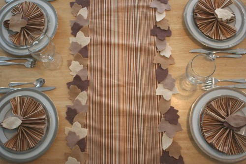 Add some leafy appeal to your Thanksgiving table with Chica and Jo's Fall leaf table runner.