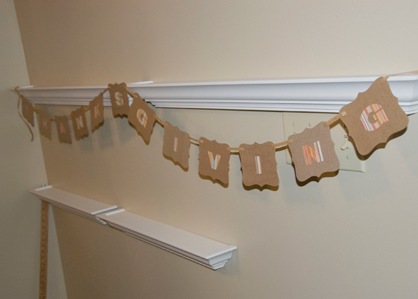 Crafty Smurfette has the details on this upcycled Thanksgiving garland.