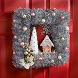 Craft helps you to create a vintage-style wreath.