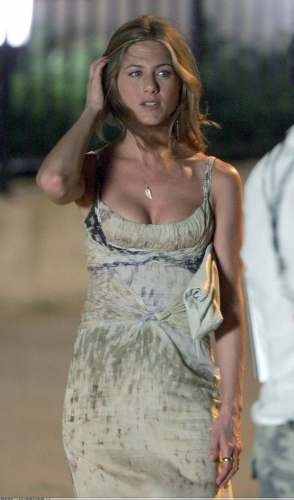 More Of Jen's Awesome Wardrobe From The Break-Up