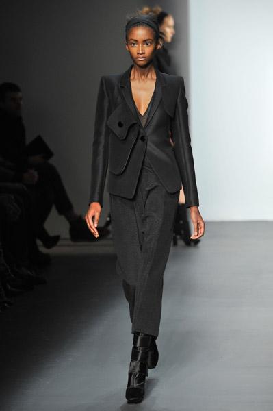 Calvin Klein Embraces Lyndsey - 30.7KB