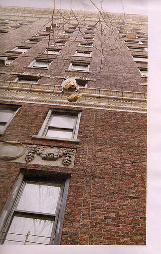 Marc Jacobs Doesn't Design Louis Vuitton Cruise, But Encourages Leaning Out of Buildings in His Fall 2009 Ads