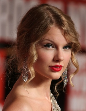 Photos of Taylor Swift at the 2009 MTV Video Music Awards 2009-09-13 18:24:35