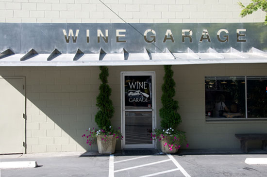 To sample some of the area's best wines for unbeatable prices, check out Calistoga's Wine Garage. The small, unassuming shop only offers wines for $25 and under, and the store's owners have personally tasted and approved each one.