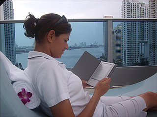 Summer eReading: Hotels Add Kindles, Sony Readers to Perks