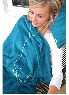 A Travel Blanket That Comes With a Gadget Storage Pouch