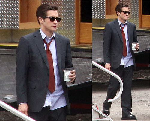 Photos of Jake Gyllenhaal on the Pittsburgh Set of Love and Other Drugs