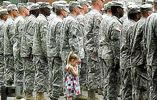 Lil Links: Heartbreaking Photo of Soldier and His Daughter