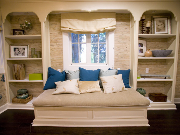 I also love this reading nook, which is heaped with organic pillows. Thiessen and her hubby asked for eco features for the room.