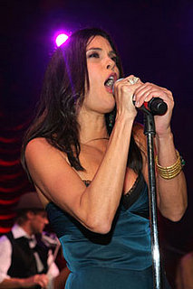 Teri Hatcher Sings on American Idol