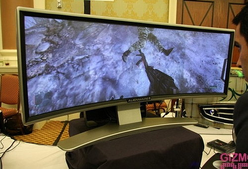 CES 2008: The Alienware Curved Monitor For Video Game Fanatics