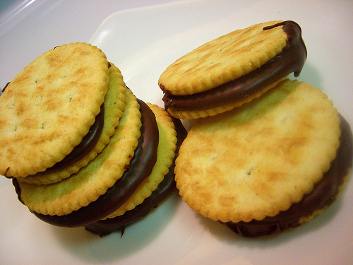 Yummy Link: Chocolate Ritz Cracker Sandwiches