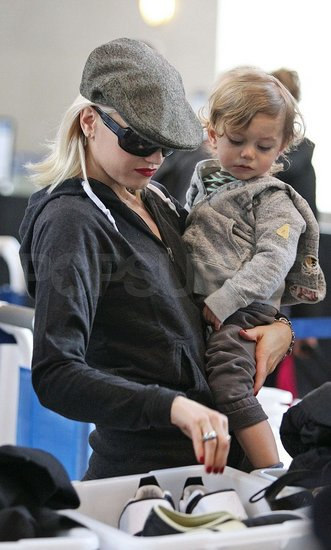 Gwen and Kingston Go Shoeless at the Airport