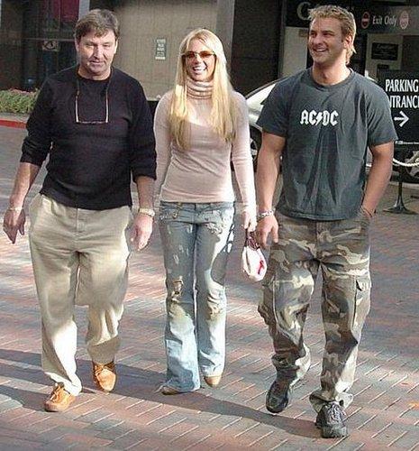 Jamie Spears Steps Up + Restraining Order For Sam!
