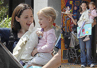 Photos of Barack Obama-Supporting Pregnant Jennifer Garner Carrying Violet Out of Art Class