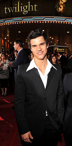 Reality Check: Taylor Lautner Hits the Gym to Gain Weight?