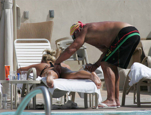 Hulk Hogan Puts Sun Block on Daughter Brooke Hogan