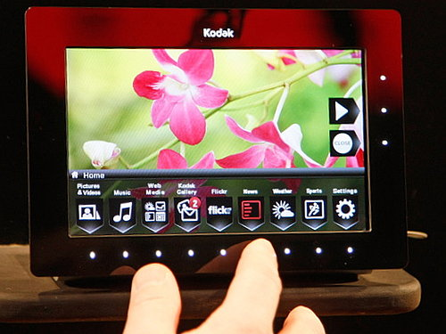 The Bright and Sassy OLED Digital Picture Frame From Kodak