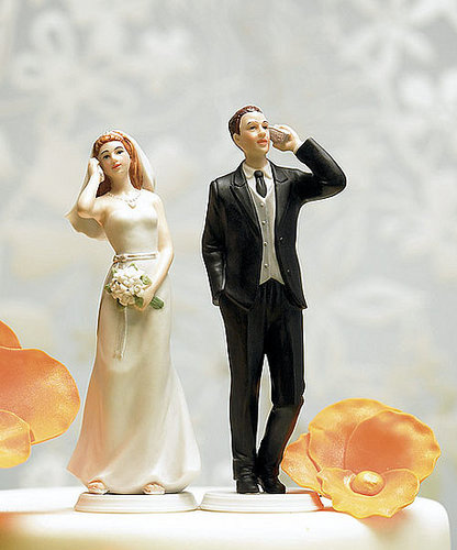 Cell Phone Couple Cake Topper: Love or Leave?