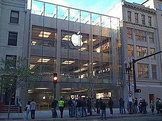 Daily Tech: The Largest Apple Store in the US Is Unveiled