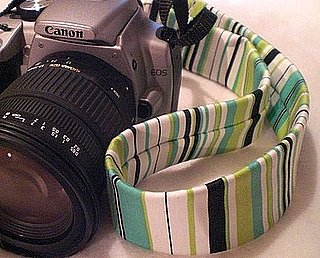 Photogeeks: Relax With This SLR Neck Strap!