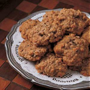 The wonderful combo of bananas and chocolate comes together in these Banana Oatmeal Cookies.