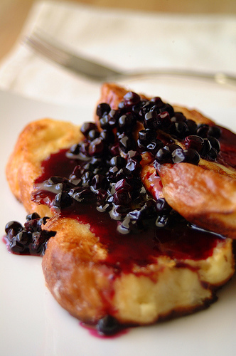 Yummy Link: French Toast with Homemade Blueberry Syrup