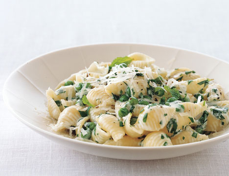 Fast & Easy Dinner: Pasta with Peas, Cream, Parsley, and Mint